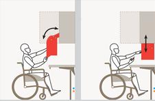 Un disabile in carrozzina accede facilmente al contenuto dei pensili grazie ai sistemi saliscendi elettrici o manuali